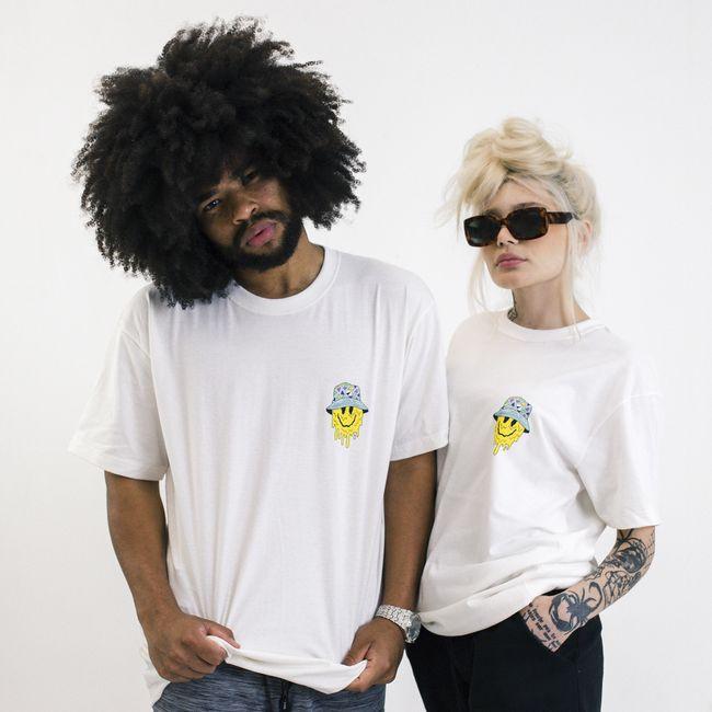 Camiseta-Masculina-Over-Smile-Hat-